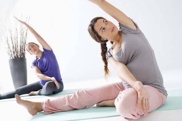 Luyện tập 4 động tác này các mẹ sẽ dễ dàng giảm cân sausinh