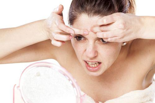 Mụn li ti trên da mặt do đâu và điều trị bằng cách nào?